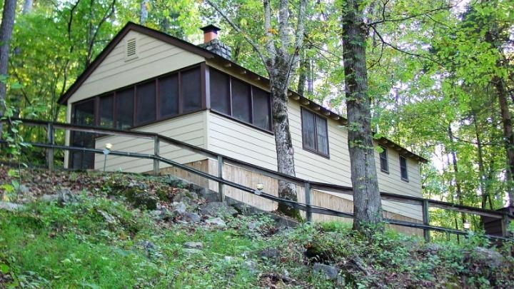 17 tennessee state parks with big family cabins sixsuitcasetravel Tennessee State Parks Cabins