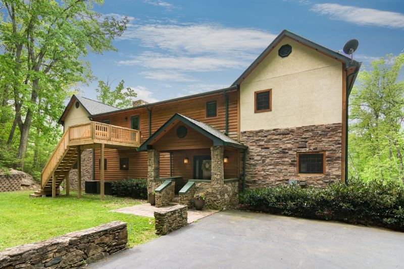 group rentals family reunions and vacation homes to accommodate Asheville Nc Pet Friendly Cabins