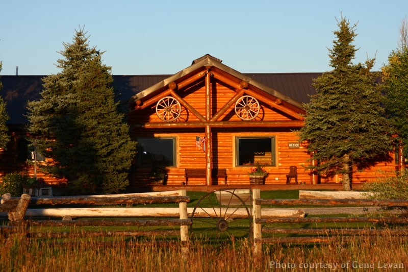 log cabins for a relaxing vacation close to yellowstone and the Cabins In Yellowstone National Park
