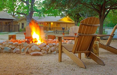 new braunfels vacation rentals and cabin rentals new braunfels escapes Cabins In New Braunfels Tx