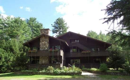 pet friendly lake george hotel cabins cottages at the lodge at Lake George Pet Friendly Cabins