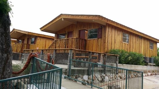 riverbed cabins 511 sleeps four picture of the resort at Schlitterbahn New Braunfels Cabins