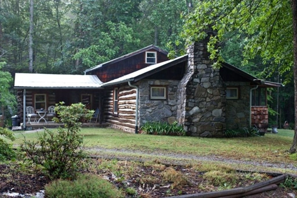 rustic chestnut log cabin near mt pisgah candlersmoky mountains Pisgah National Forest Cabins
