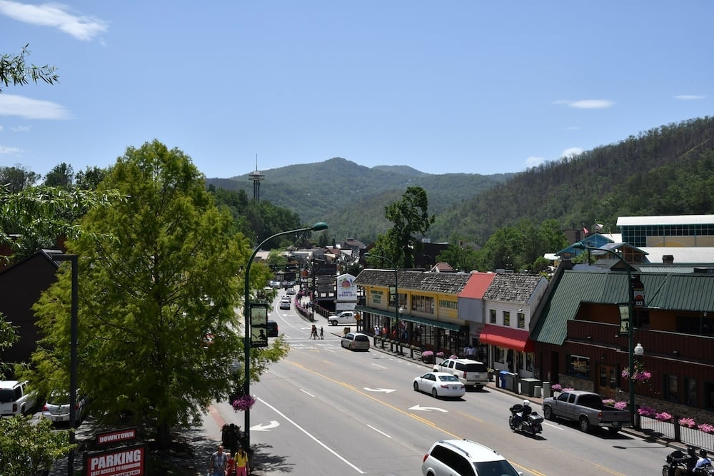 top 4 reasons why families love staying in our 2 bedroom cabins in Cabins Downtown Gatlinburg