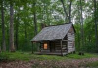Small Cabins In The Woods-30 Magical Wood Cabins To Inspire Your Next Off-The-Grid Vacay